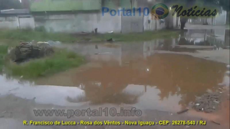 Morador denuncia DESCASO das autoridades em rua de Nova Iguaçu